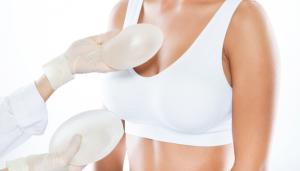 como elegir el tamaño adecuado de las prótesis mamarias