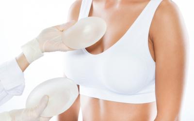 Cómo elegir el tamaño adecuado de las prótesis mamarias
